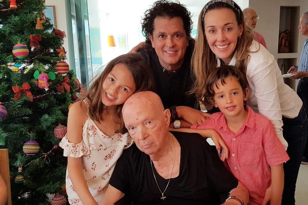 Con vallenato, así le dio Carlos Vives el último adiós a su papá